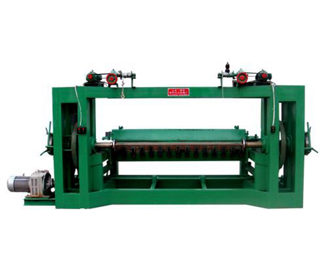 The technology of the spindle veneer peeling machine is improved.