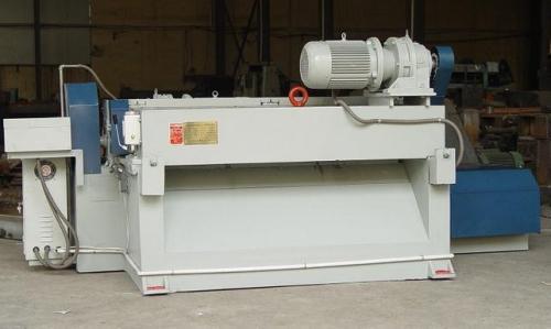 Features of axisless CNC veneer peeling machine