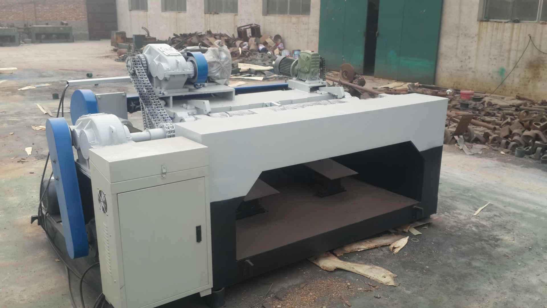 How the blade of CNC veneer peeling machine cuts wood
